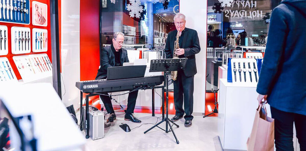 Piano player at Geneva store reopening